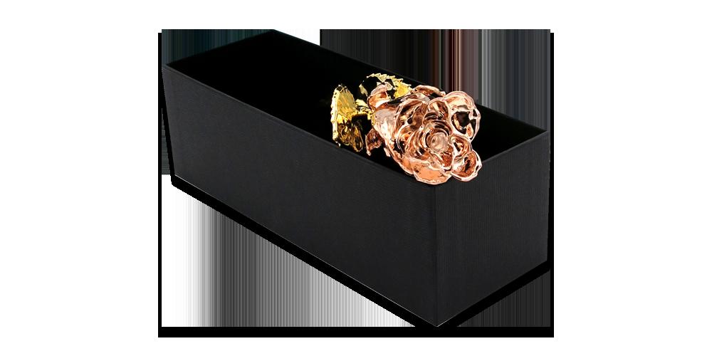 Tikra rožė padengta geltonu ir rožiniu auksu
